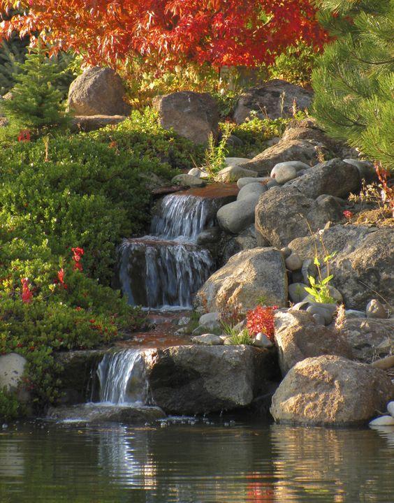 thác suối hồ cá koi hòn non bộ